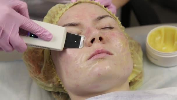 Ультразвуковая очистка лица